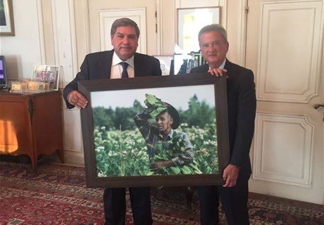 Seklaoui to brief Salemeh about the Regie's financial results and to offer him a photo reflecting tobacco farmers' hard work